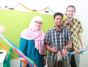 PUPET Coordinator Muhammad Isnaini cuts the ribbon to mark the official opening of the research hub