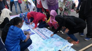 Indonesians signing the banner to show support for the rights of deaf signers